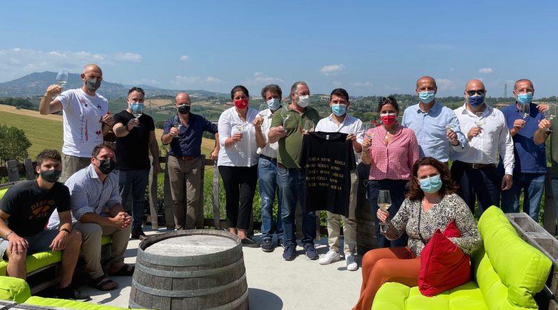 L'Assessore regionale Alessio Mammi insieme alla Consigliera Nadia Rossi in tour tra le aziende agricole del Riminese
